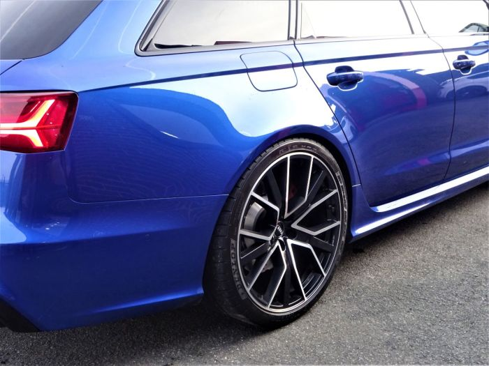 Audi RS6 4.0T FSI Quattro Performance AKRAPOVIC MASSIVE SPEC 67 REG LOW MILEAGE OVER 10K EXTRAS Estate Petrol Sepang Blue Pearl Effect